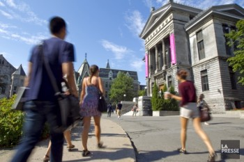 Les établissements anglophones reçoivent 29% de l'ensemble des revenus qui sont alloués aux universités.  Sur la photo, le campus de l'Université McGill. Photo: Alain Roberge, archives La Presse