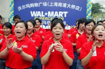 Walmart-China-employees-clapping[1]